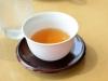 「出されたお茶を飲むのは失礼です」は本当か? ビジネスマナーに詳しい人に教えてもらおう