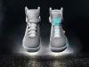 自動で靴ひも調整するシューズ「Nike Mag」発売へ BTTFの未来がまた1つ実現