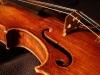 なぜバイオリン系の弦楽器には「Fホール」があるのか、その形の起源とは?