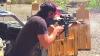 ぼっちで有名なキアヌ・リーブスがマトリックス並みの驚異的な射撃スキルを披露